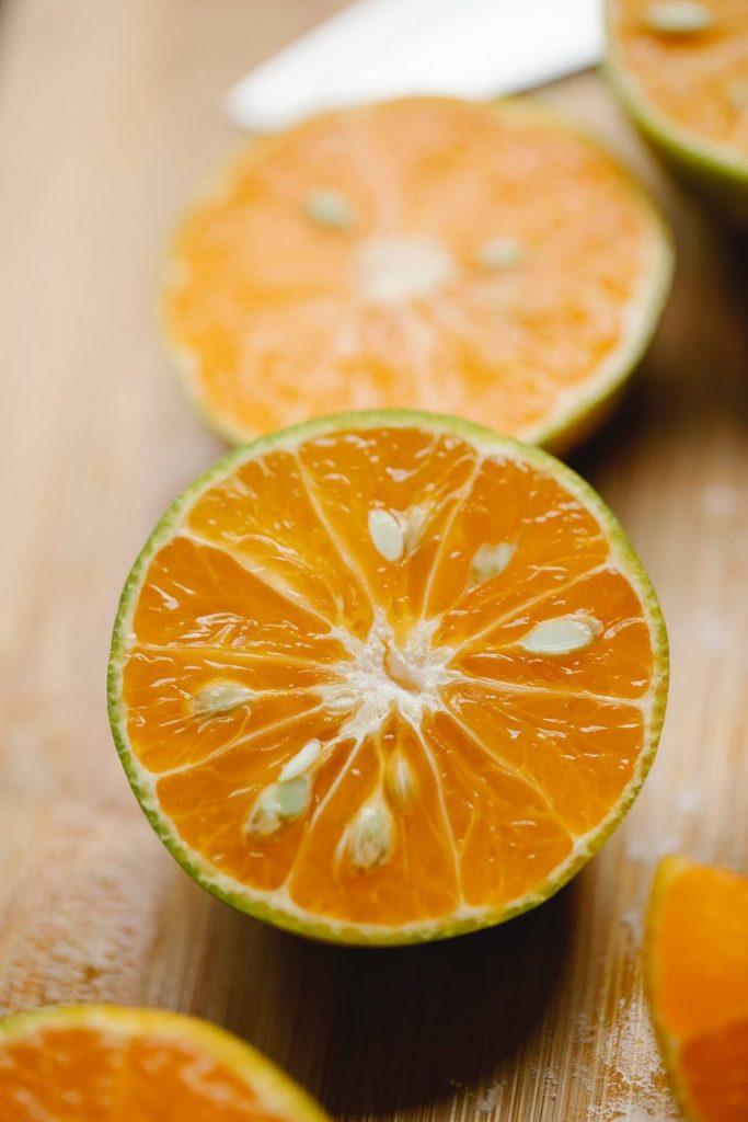 Από τα κουκούτσια των πορτοκαλιών δημιουργήστε με τη βοήθεια της φύσης τις δικές σας πορτοκαλιές, οι οποίες όμως, πιθανότατα θα εντάσσονται σε ποικιλία εντελώς διαφορετική από τη μητρική.