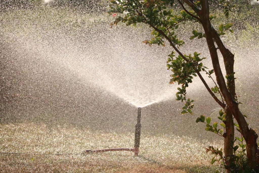 Δοκιμάστε το πότισμα. Η διανομή του νερού πρέπει να είναι ομοιόμορφη και να γίνεται με λεπτό ψεκασμό.