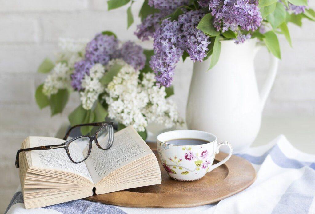 Απολαύστε τα άνθη της πασχαλιάς μέσα στο σπίτι και αισθανθείτε την εφορία που χαρίζει το άρωμά τους στον χώρο σας.